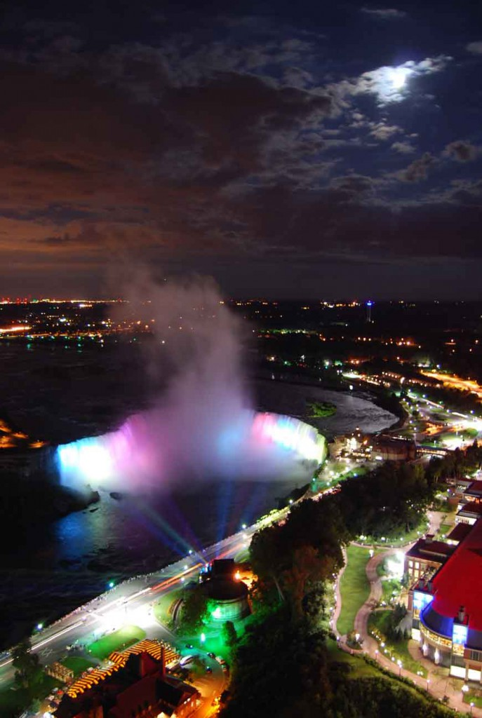 07_Niagara_Falls_at_night1